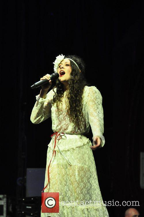 Eliza Doolittle performing at Manchester Apollo