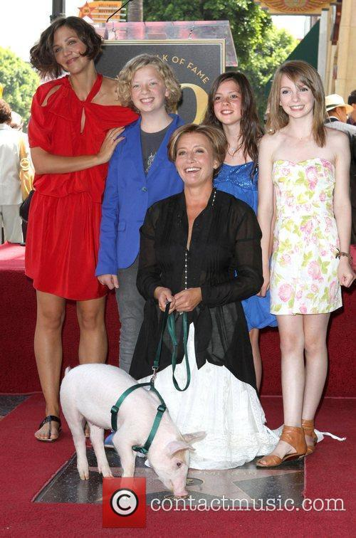 Maggie Gyllenhaal, Eros Vlahos, Rosie Taylor-Ritson, Lil Woods and Emma Thompson 4