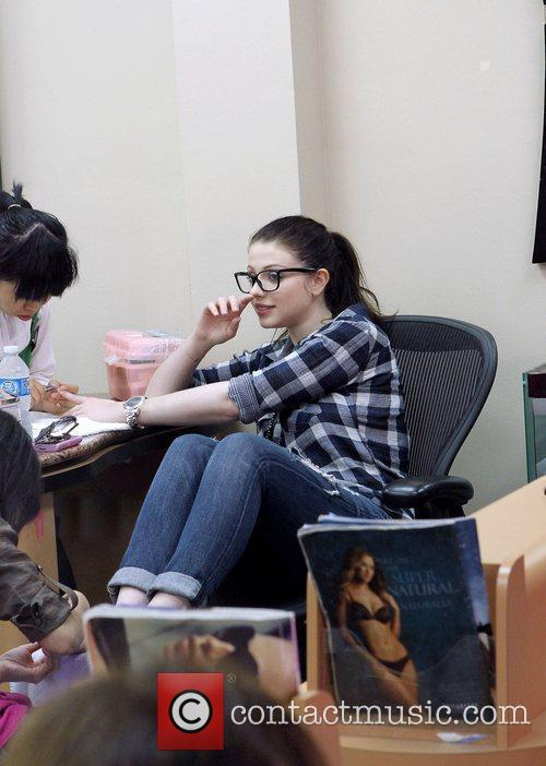 Michelle Trachtenberg getting her nails done in Beverly...