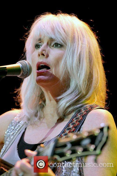 EmmyLou Harris conducts a free concert to a...