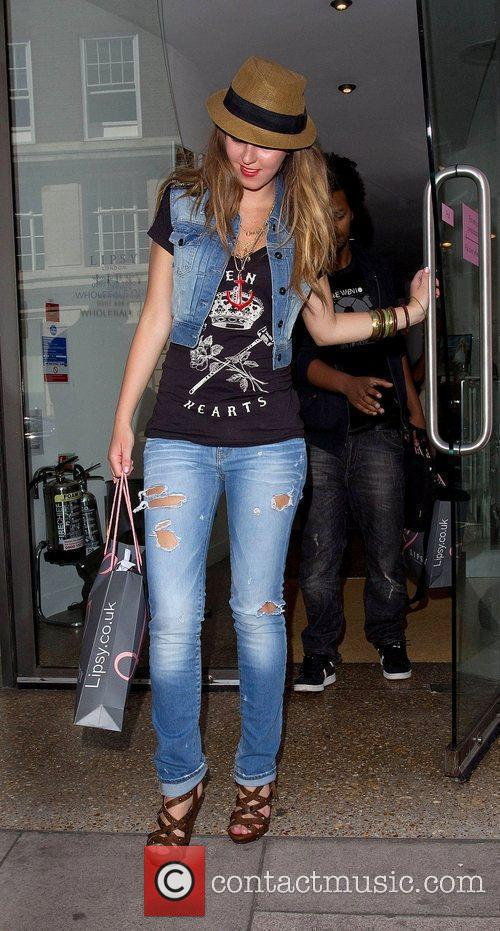 Esmee Denters leaving Lipsy after doing some shopping...