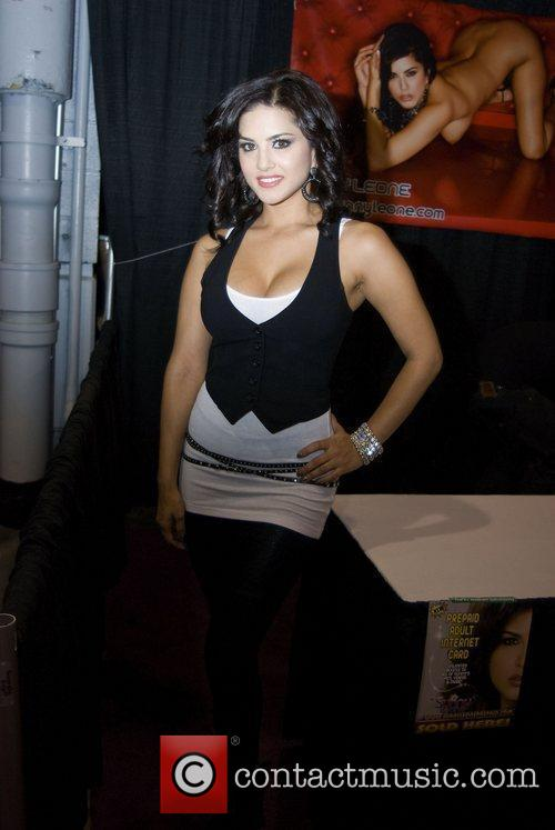 Sunny Leone Adult Film Stars appear at Exxxotica...