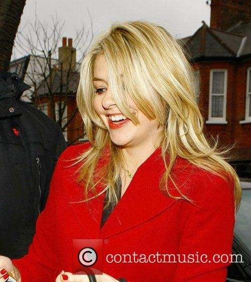 Holly Willoughby  arrives at Fearne Cottons house...