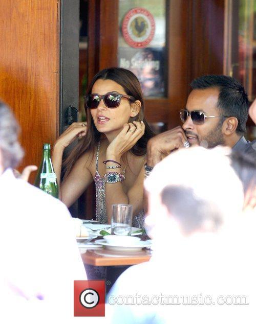 Model Fernanda Motta eating at a cafe about...