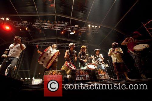 Homens da Luta performing at Optimus Alive! 2010...