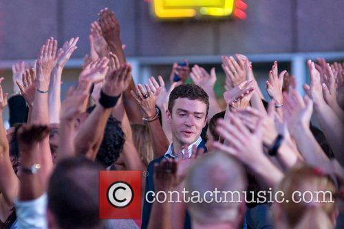 Justin Timberlake and Mila Kunis 2