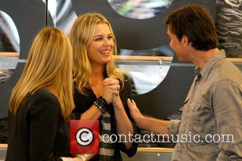 Rebecca Romijn and Jerry O'connell 9