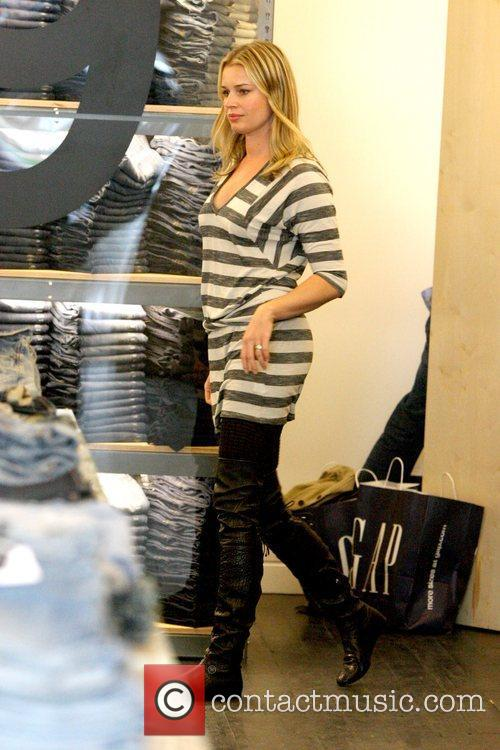 Rebecca Romijn shopping at Gap 1969 Jeans on...