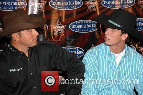 Adriano Moraes and Garth Brooks 7