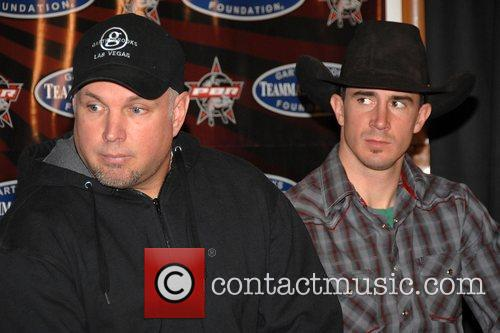 Adriano Moraes, Garth Brooks
