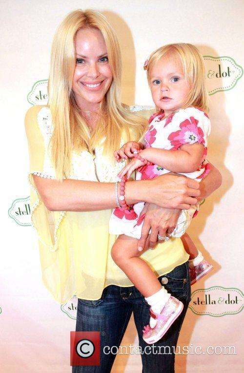 Gena Lee Nolin and daughter visits Gifting Services...