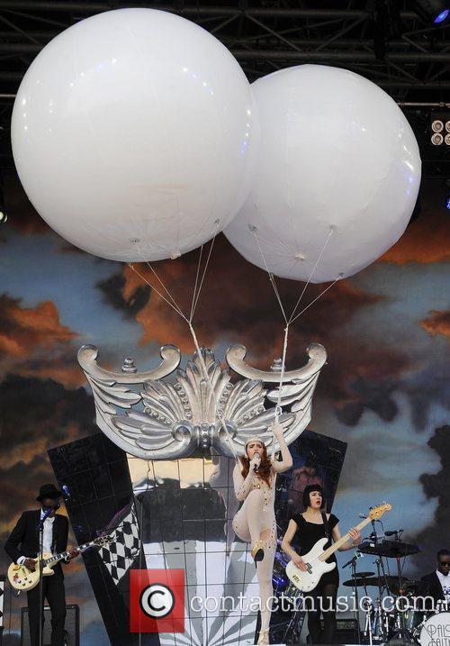 Paloma Faith  The 2010 Glastonbury Music Festival...