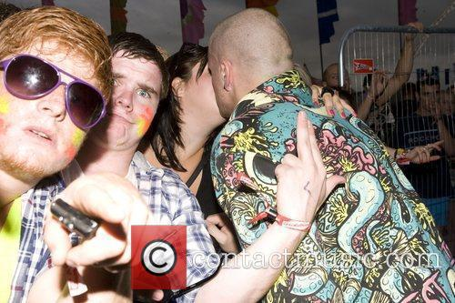 Andy Whitby Hardhouse Dj Kissing A Fan 1