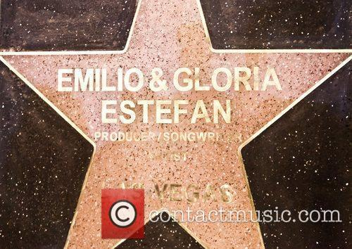 Las Vegas Walk of Stars honors Gloria and...