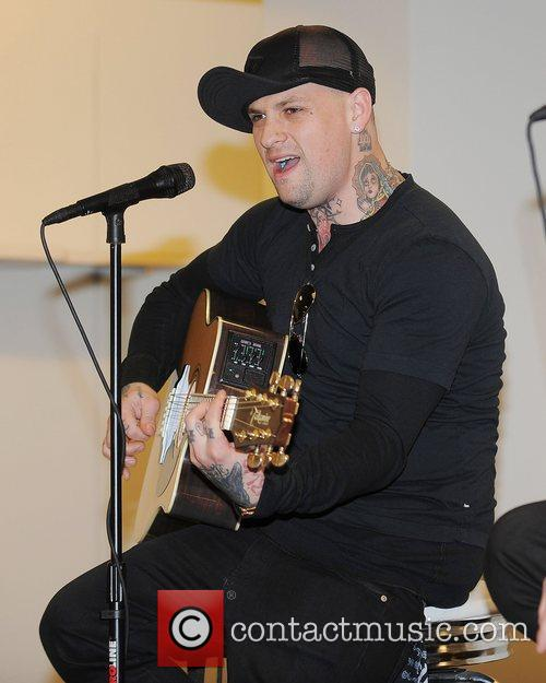 Benji Madden, Aventura and Good Charlotte 7