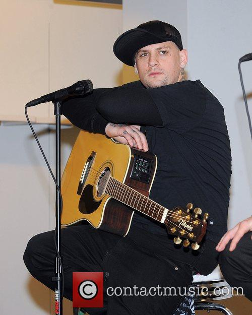 Benji Madden, Aventura and Good Charlotte 1