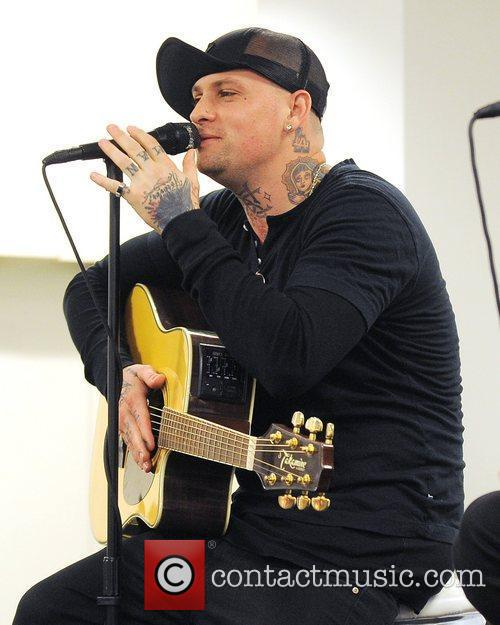 Benji Madden, Aventura and Good Charlotte 5