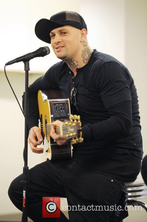 Benji Madden, Aventura and Good Charlotte 6