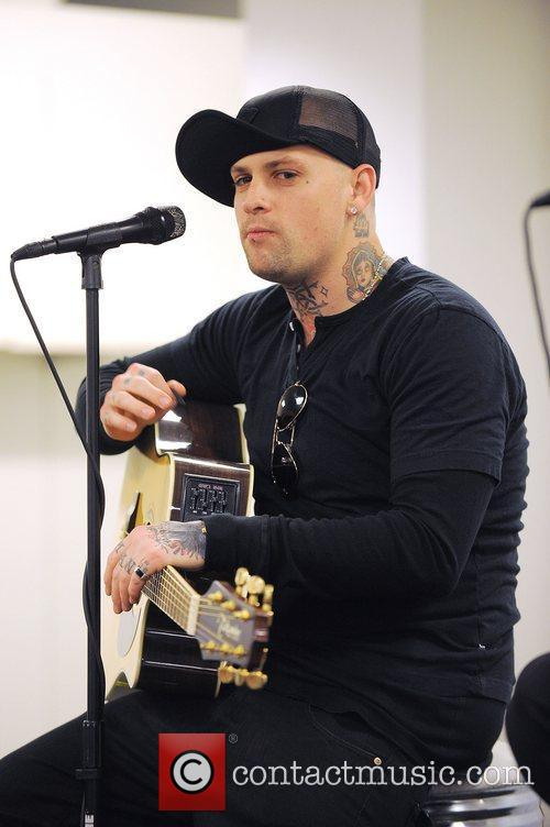 Benji Madden, Aventura and Good Charlotte 10