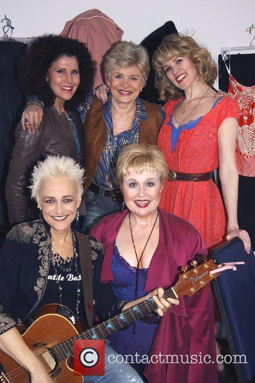 Liza Vann, Teri Ralston, Lauren Kennedy, Gina Stewart,...