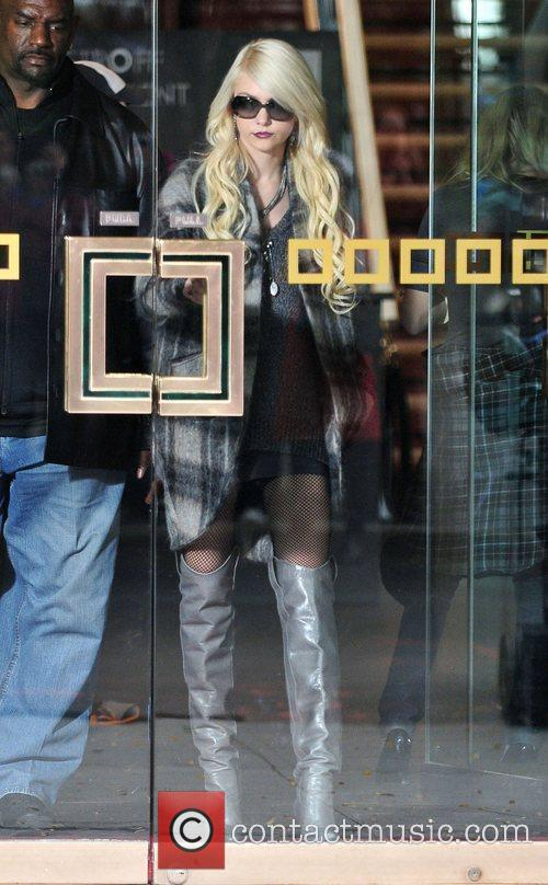 Taylor Momsen and Gossip Girl 10