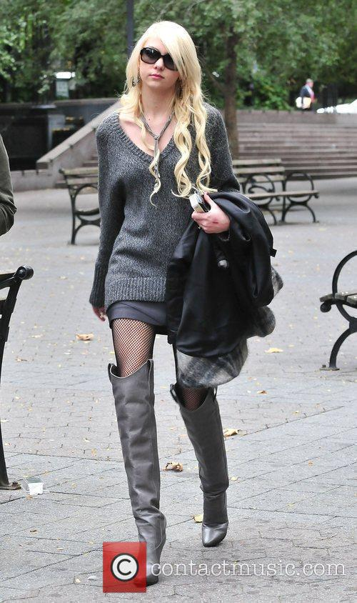Taylor Momsen and Gossip Girl 9