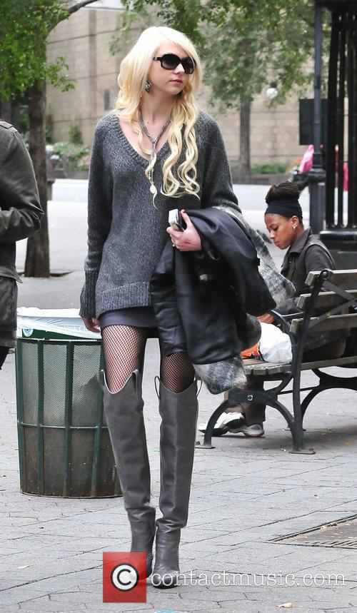 Taylor Momsen and Gossip Girl 8