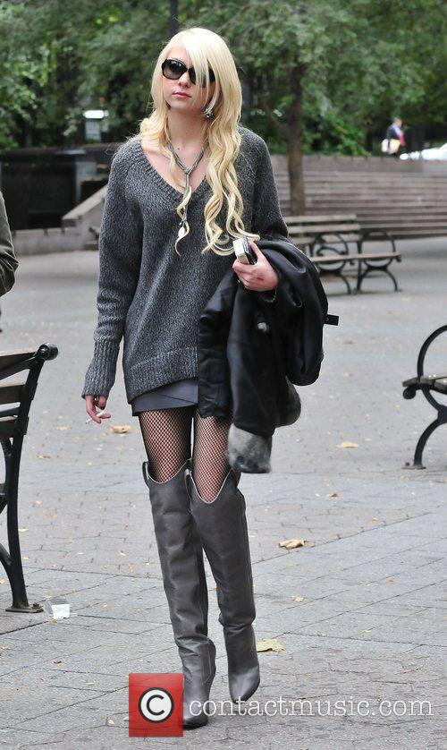 Taylor Momsen and Gossip Girl 1