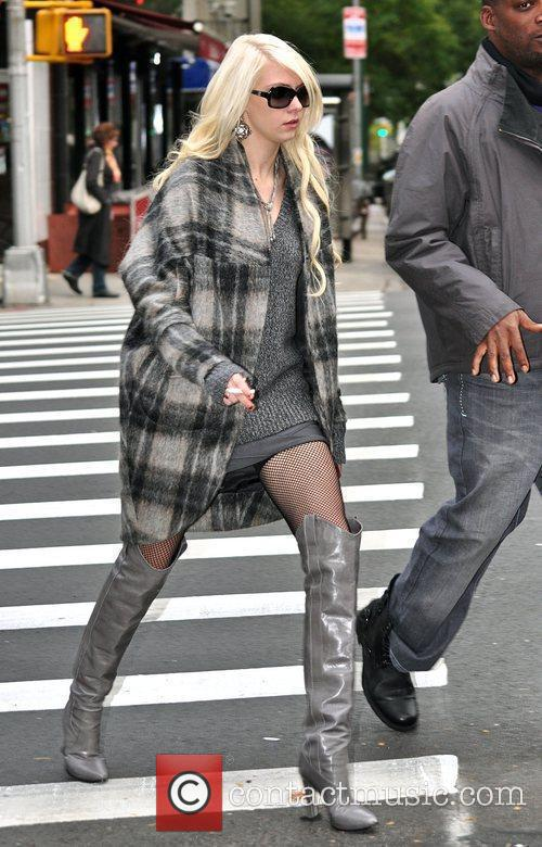 Taylor Momsen and Gossip Girl 3