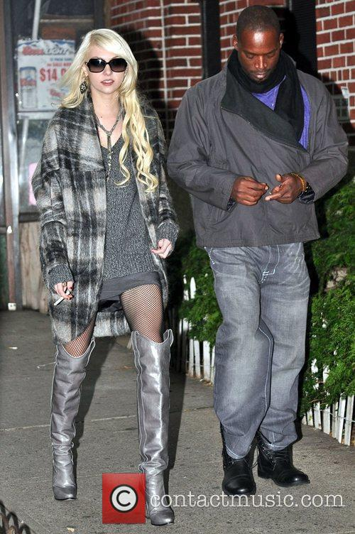 Taylor Momsen and Gossip Girl 4