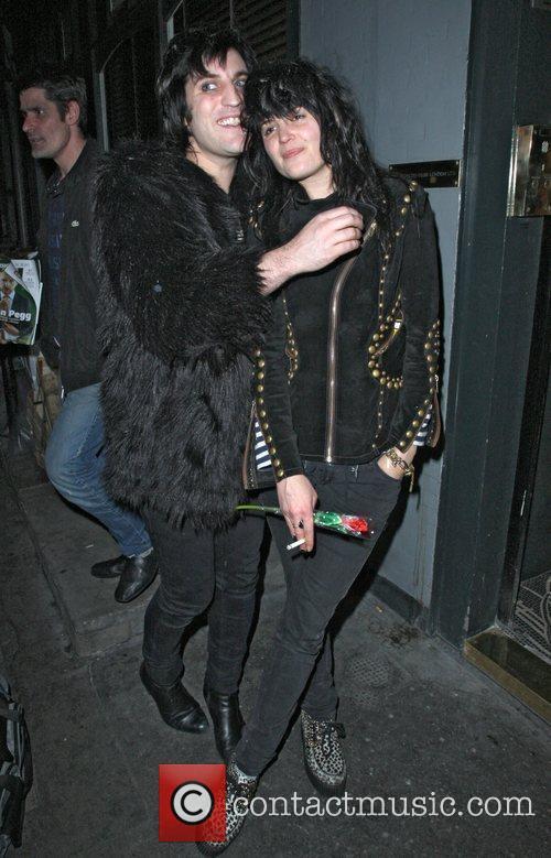 Noel Fielding and Alison Mosshart 2