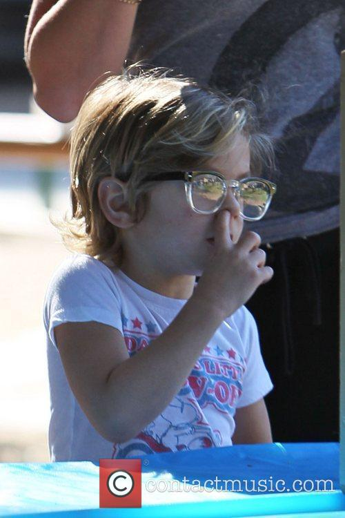 Kingston Rossdale is seen picking his nose Gwen...