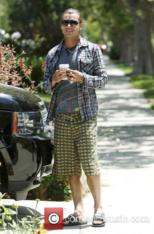 Gavin Rossdale shopping in Hollywood in long shorts...