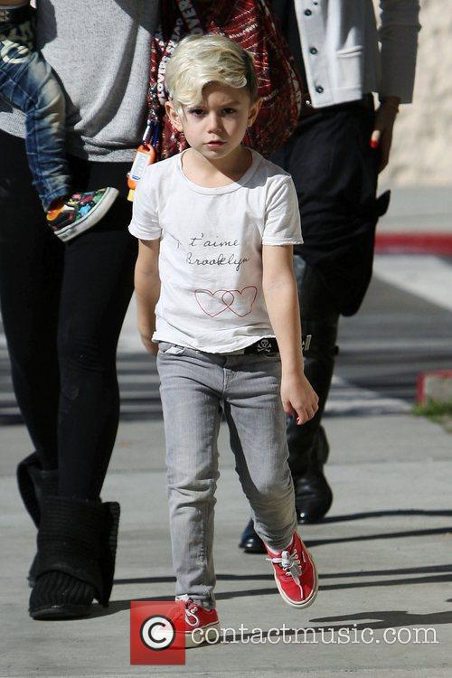 Kingston Rossdale heads to ChuckE.Cheeses restaurant for a...