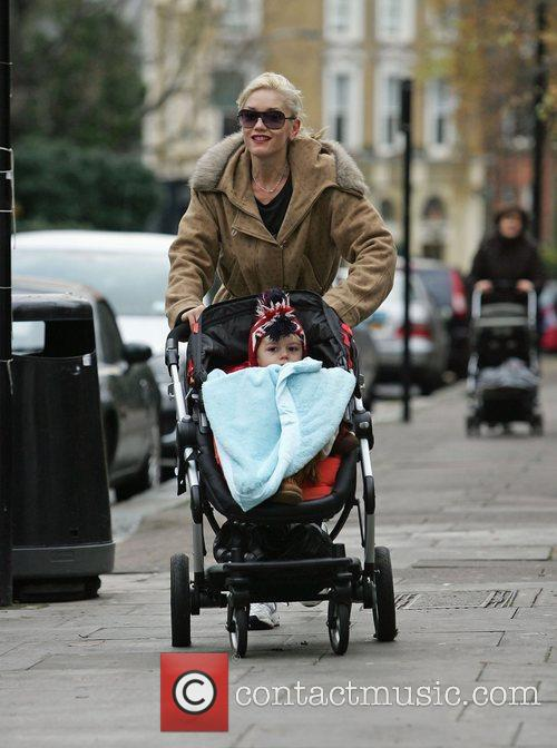 Gwen Stefani on her way to the gym...