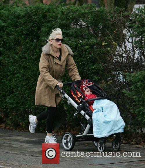 Gwen Stefani jogging to the gym with her...