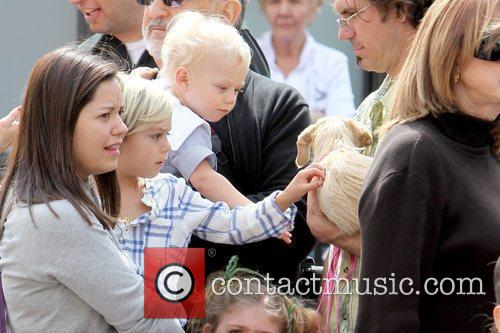 Zuma Rossdale and Kingston Rossdale  petting a...