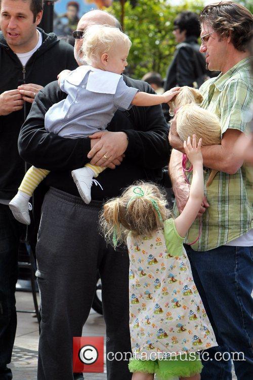 Dennis Stefani and Zuma Rossdale pet a dog...