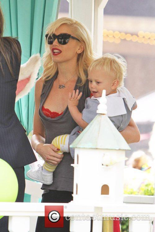 Gwen Stefani and Zuma Rossdale meet the Easter...