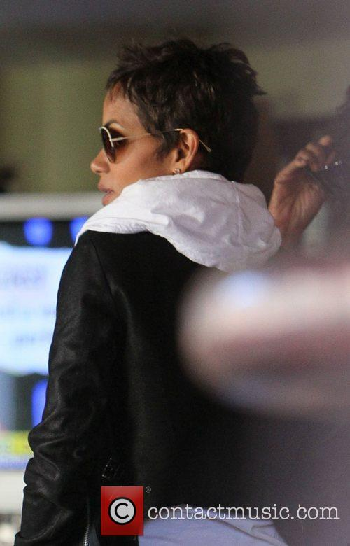 Halle Berry at the Barefoot restaurant in West...