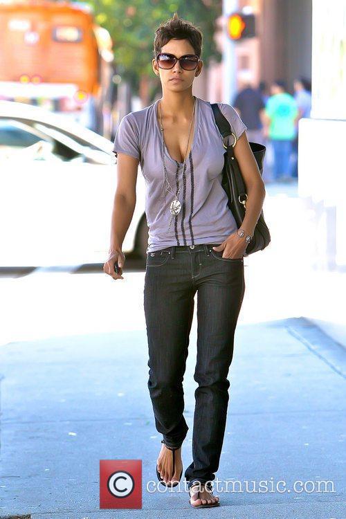 Halle Berry 21