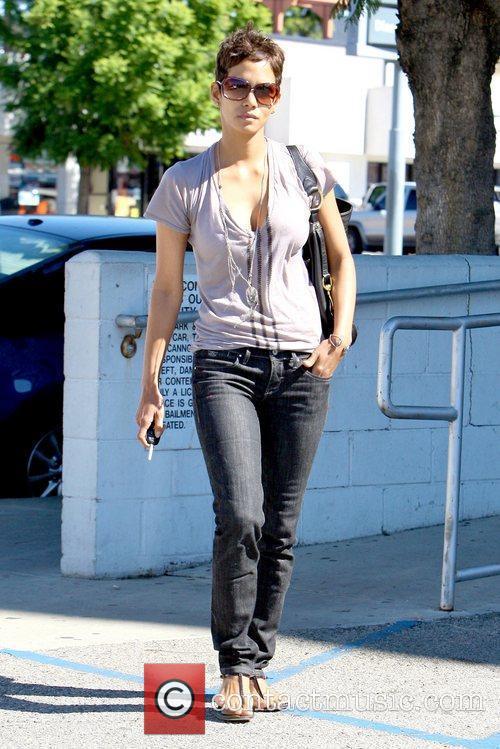 Halle Berry 27