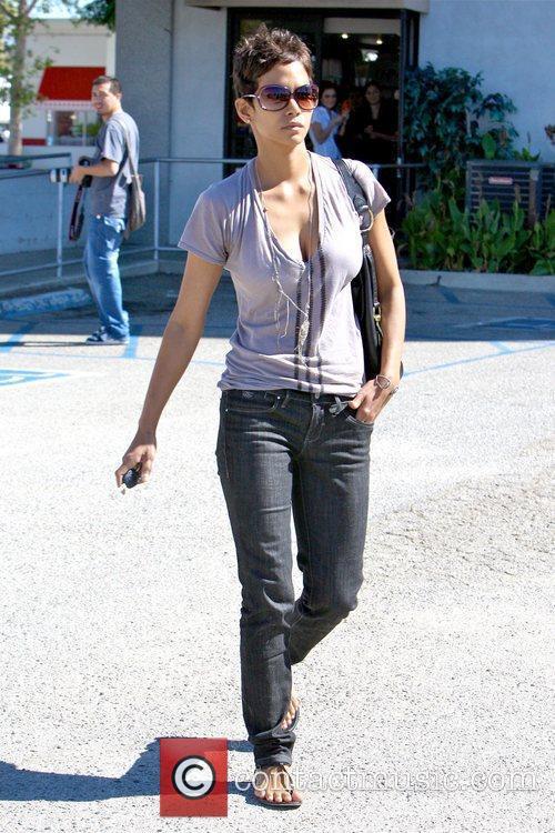 Halle Berry 31