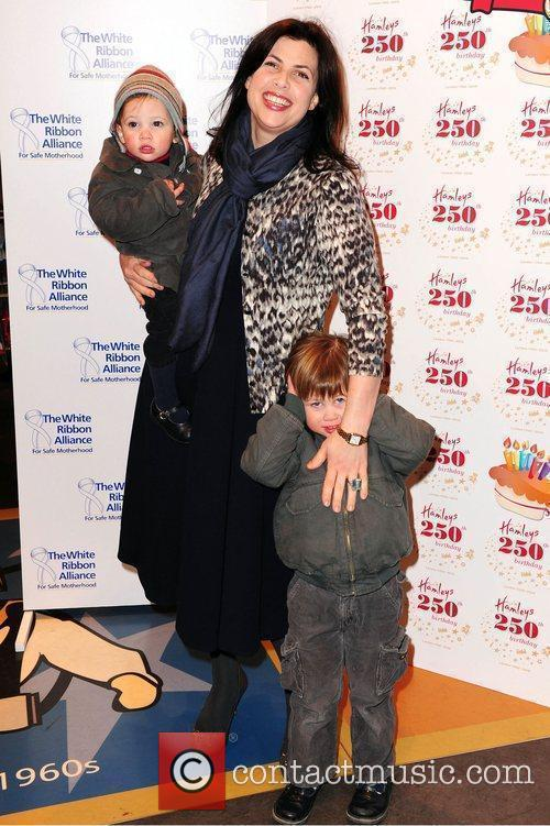 Kirstie Allsopp With Her Children Bay Atlas 9