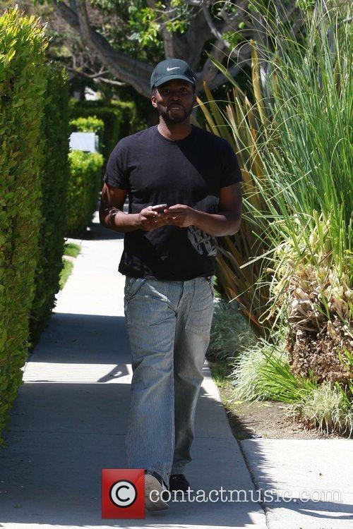 'Lost' star Harold Perrineau walks back to his...