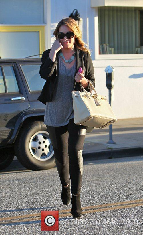Haylie Duff leaves Byron & Tracey after having...