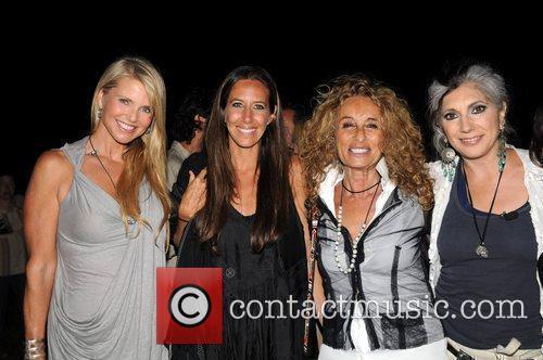 Christie Brinkley and Ann Jones 10