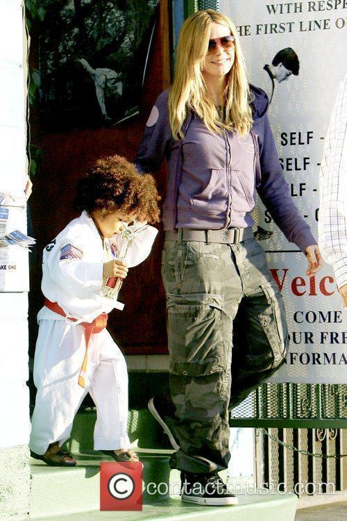 Johan Samuel and Heidi Klum Heidi Klum picking...