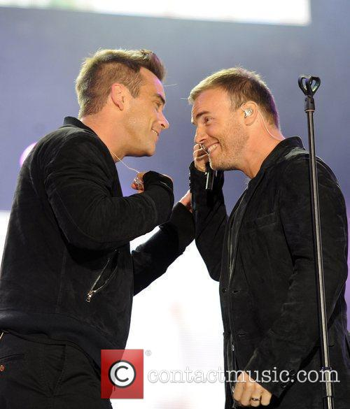 Robbie Williams and Gary Barlow 11