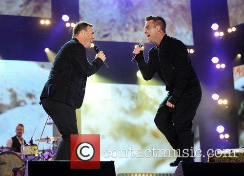 Robbie Williams and Gary Barlow 13